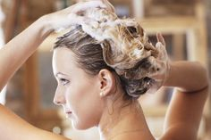 13 salon secrets should know to have a great hair day every day. From the perfect blowout to sleek bang, these tips will help your daily routine.