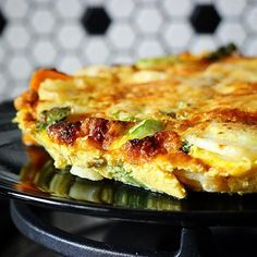 Veggie Frittata, today's yummy breakfast option full of lots of protein 🍳  This morning we added home grown zucchini, onion, sweet and chap potatoes finished with basil and Parmesan cheese. Simple & Gluten Free! The great thing about a Frittata is that you can add what you like to it... our recipe is available at our website 😋😋 #protein #eggs #breakfast #frittata #potato #sweetpotato #zucchini #eat #delicious #cook #cooking #recipe #recipes #hareandtortoisekitchen #yum #yummy #foodie…
