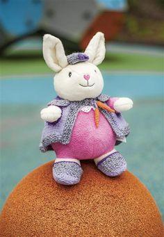 1418: Modell 3 Frøken kanin bamseklær  #Karsten #Petra #Løveungen #FrøkenKanin #strikk Petra, Crocheting, Knit Crochet, Teddy Bear, Christmas Ornaments, Knitting, Toys, Holiday Decor, Animals