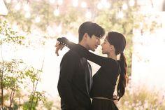 Korean Wedding Photography, Romantic Photography, Engagement Photography, Cute Couple Videos, Couple Pictures, Wedding Pictures, Korean Couple Photoshoot, Pre Wedding Photoshoot, Headpiece Wedding