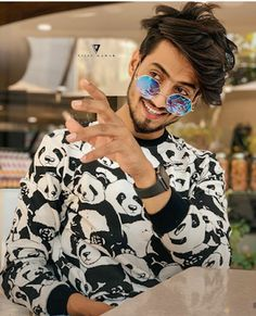 tiktok to send to your crush This awesome page send your best HD pics on hike Insta This awesome page send your best HD pics on hike Insta Look for more pics Cute Boy Photo, Photo Poses For Boy, Boy Poses, Poses For Men, Boy Photography Poses, Digital Photography, Cute Celebrities, Celebs, Best Hd Pics
