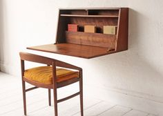 Floating Collapsible Desk Mid Century Cabinet Cupboard Wall Unit von OtherTimesVintage auf Etsy https://www.etsy.com/de/listing/220958730/floating-collapsible-desk-mid-century