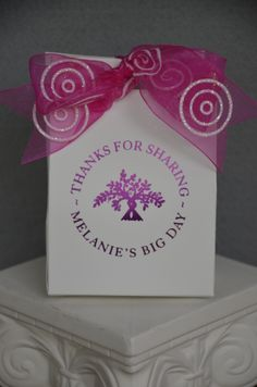 A cute #favorbox decked out with a sheer ribbon with glitter circles. The glitter will gently transfer onto the box giving the entire presentation a shimmery glow. These favor boxes are so affordable at $99.00 for 100 printed. Smaller quantities available. Visit www.favorsyoukeep.com or call 512.323.0600.