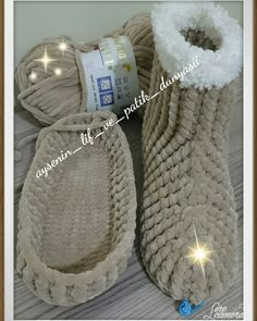 Crochet Shoes, Knit Crochet, Knitted Baby Clothes, Blue Berry Muffins, Baby Knitting, Slippers, Crafty, Sewing, Bags