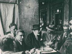 Florian people in a vintage photo | Caffè #Florian a #Venezia San Marco - Florian #cafè in #Venice Saint Mark #travel #travelinspiration  #italy #italia #veneto #instaitalia #italianalluretravel #lonelyplanetitalia #lonelyplanet