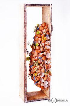 paasstuk met eierschalen Flower Structure, Easter Flowers, Decoration Table, New Hobbies, Egg Shells, Ikebana, Flower Decorations, Floral Design, Art Floral