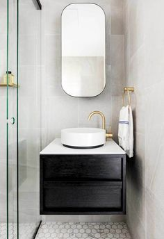 From sleek and modern, all-white with stone, to bold and colourful, creating the bathroom of your dreams is easier than you think. Here are 24 of the best ideas. Bathroom Tile Designs, Modern Bathroom Design, Bathroom Ideas, Bathroom Trends, Decor Interior Design, Interior Styling, Interior Decorating, Consoles, Nintendo Console