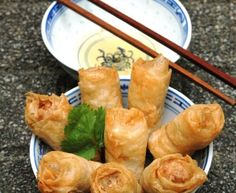 porc, oignon blanc, carotte, champignon, vermicelles de riz, germes de soja, oeuf, ail, galette de riz, nuoc mam