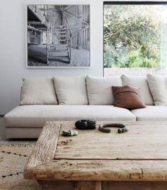 Zithoek met houten salontafel
