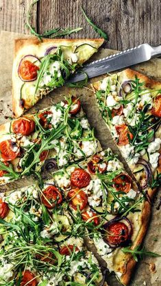 Tarte flambé with rocket and cottage cheese - Brenda O. - Tarte flambé with arugula and cottage cheese – cheese - Amazing Vegetarian Recipes, Healthy Recipes, Vegetarian Pizza, Healthy Flatbread Recipes, Veggie Pizza, Salmon Recipes, Asian Recipes, Queijo Cottage, Cottage Cheese Recipes