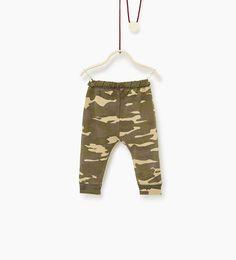 Image 2 de Pantalon camouflage de Zara
