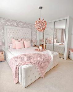 Bedroom Decor For Teen Girls, Girl Bedroom Designs, Room Ideas Bedroom, Home Decor Bedroom, Stylish Bedroom, Cozy Room, Luxurious Bedrooms, Pastel Interior, Heart