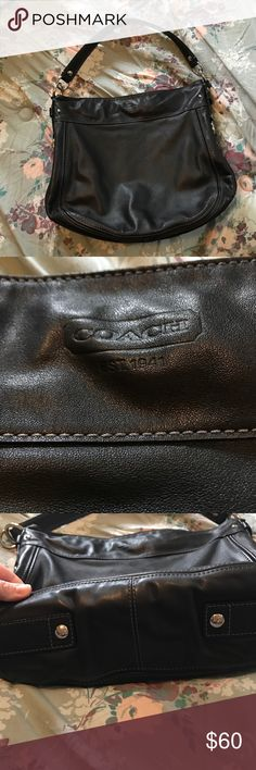 🔥DELETING 3.17🔥Coach purse I bought this on here and have used it for about a month. Smoke free home. Great shape minus some pen marks on the inside. Coach Bags Shoulder Bags