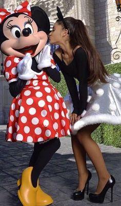 Image about disney in Ariana Grande. Ariana Grande Photoshoot, Ariana Grande Outfits, Ariana Grande Pictures, Ariana Grande Linda, Ariana Grande Disney, Disney Christmas Parade, Shawn And Camila, Bilal Hassani, Ariana Grande Wallpaper