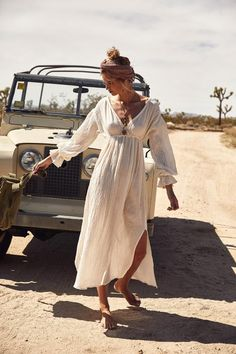 Fantastic boho dresses are offered on our web pages. Take a look and you wont be sorry you did. Look Fashion, Fashion Outfits, Womens Fashion, Fashion Tips, Fashion Websites, Fashion Brands, 20s Fashion, Dubai Fashion, Petite Fashion