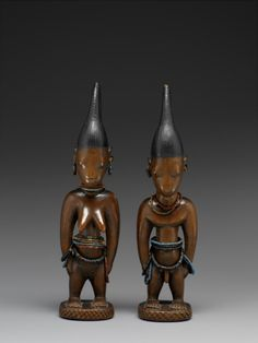 "Charles Ratton, L'invention des arts ""primitifs"" au Musée du Quai Branly : Couple de jumeaux © musée du quai Branly, photo Patrick Gries, Valérie Torre. African Sculptures, Art Premier, West Africa, Tribal Art, Oeuvre D'art, African Art, Deities, Les Oeuvres, Art Sketches"