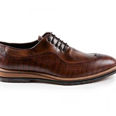 Casual shoe Chesterfield Chicago model hand made in coconut sedan nappa leather, rubber sole. Chesterfield, Derby, Casual Shoes, Oxford Shoes, Dress Shoes, Lace Up, Leather, Men, Fashion