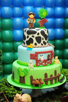 Farmer cake with cow print Boys 18th Birthday Cake, Farm Birthday Cakes, Birthday Party Tables, Cowboy Birthday, Baby Boy 1st Birthday, Birthday Recipes, Birthday Ideas, Barnyard Party, Farm Party