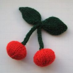 Fun free cherries #knitting pattern! These would be really cool sewn on a cardigan or hair bands