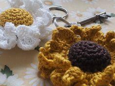 Sunflower/Daisy Key Keeper - LoveCrochet blog (free crochet pattern)