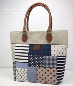 Patchwork Bag: 45 modelos y paso a paso Sacs Tote Bags, Tote Purse, Tote Handbags, Patchwork Bags, Quilted Bag, Bag Quilt, Craft Bags, Simple Bags, Denim Bag