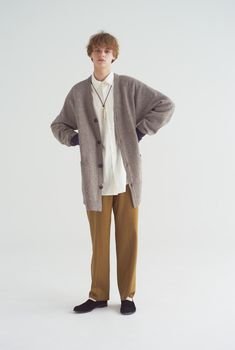 Women's Casual Fashion White Outfit For Men, White Outfits, Uniqlo Looks, Fashion Pants, Mens Fashion, Street Fashion, Casual Winter, Cut Jeans, Men Looks