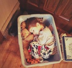 Little guy fell asleep in a basket with his golden retriever puppies. I'm so JEALOUS of this kid right now! I want to lay in a basket full of puppies! So Cute Baby, Cute Kids, Cute Babies, Adorable Dogs, Baby Animals Pictures, Cute Baby Animals, Funny Animals, Kids Animals, Animal Pics