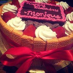 #Ooooooouuuuu #strawberry #cheesecake with #guava and #strawberry #filling... #garnish with #vanillasugarwafers #fresh #strawberries #whippedcream and #milkchocolate #pieces .... #HappyBirthday #monique ❤️️🎂🎉🍓🍫🎁#cheesecake
