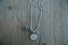 Ball chain neckless with a rose and white stone  € 16,95 www.debs-store.com