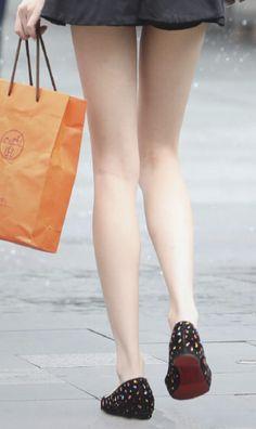 Silky Smooth Legs, School Girl Japan, Leg Thigh, Perfect Legs, Cute Girl Photo, Slim Legs, Beautiful Legs, Asian Fashion, Girl Photos
