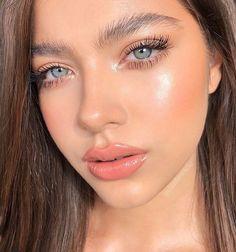 Pretty And Fresh Makup Looks For You To Start Your Year ; Makeup Looks; Fresh Makeup Looks; looks # freshmakeup Pink Eye Makeup, Neutral Makeup, Glossy Makeup, Skin Makeup, Eyeshadow Makeup, Glowy Skin, Eyelashes Makeup, Yellow Eyeshadow, Glossy Lips
