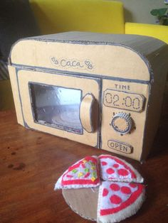Cardboard Kitchen, Cardboard Dollhouse, Cardboard Box Crafts, Cardboard Playhouse, Cardboard Toys, Paper Crafts, Cardboard Furniture, Projects For Kids, Diy For Kids