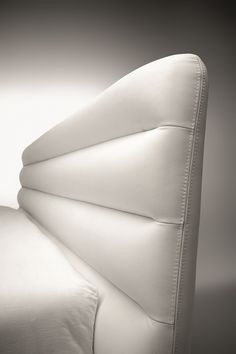 Craftsmen's workmanship and impeccable details characterise Wave. A beautiful bed with a metropolitan flavour. #wave #perverisognatori #noctisbed #home #style #instanfashion #top #design