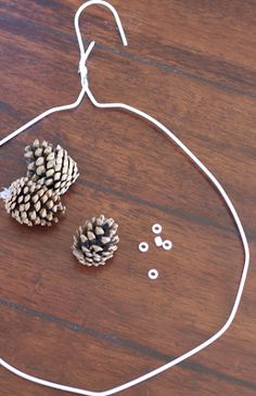DIY: Pinecone Wreath (Practically FREE)do it yourself divas: DIY: Pinecone Wreath (Practically FREE)Beautiful Fast & Easy DIY Pinecone Wreath (Improved Version! Pine Cone Art, Pine Cone Crafts, Wreath Crafts, Diy Wreath, Christmas Projects, Door Wreaths, Pine Cones, Holiday Crafts, Felt Crafts