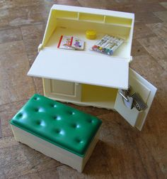 Vintage Sindy Writing Desk, Stool & Accessories