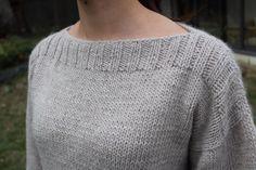 Un petit pull tout simple ♥ - Les bricoles du grenier - Knitting 02 Sweater Knitting Patterns, Knitting Designs, Knitting Socks, Baby Knitting, Crochet Patterns, Knitted Booties, Knitted Coat, Knitted Gloves, Drops Design