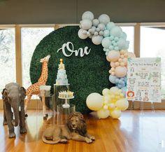 Safari Theme Birthday, Baby Boy 1st Birthday, Animal Birthday, Birthday Party Themes, Birthday Balloon Decorations, Baby Shower Decorations, Pumpkin 1st Birthdays, First Birthdays, Balloon Garland