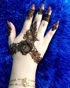 One of the freshest and marvelously stunning mehndi design Khafif Mehndi Design, Mehndi Designs Book, Finger Henna Designs, Mehndi Designs For Girls, Mehndi Designs 2018, Stylish Mehndi Designs, Dulhan Mehndi Designs, Mehndi Designs For Fingers, Mehndi Design Pictures