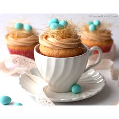 feather the nest Cupcakes