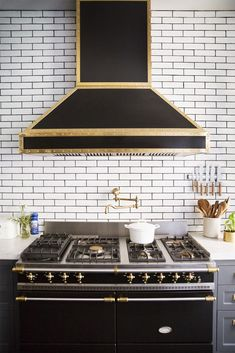 Range Hood - Design photos, ideas and inspiration. Amazing gallery of interior design and decorating ideas of Range Hood in kitchens by elite interior designers. Kitchen And Bath, New Kitchen, Gold Kitchen, Kitchen Black, Kitchen Vent, Urban Kitchen, Awesome Kitchen, Beautiful Kitchen, Kitchen Pantry