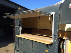 horsebox vintage - Google Search Horse Box Conversion, Coffee Food Truck, Bbq Stand, Prosecco Van, Coffee Trailer, Catering Trailer, Box Trailer, Food Vans, Coffee Business