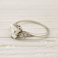vintage Tiffany engagement ring -- vintage rings are my favorite! Antique Wedding Rings, Antique Engagement Rings, Antique Rings, Vintage Rings, Vintage Jewelry, Vintage Style, Antique Gold, Vintage Inspired, Asscher Cut Diamond Engagement Ring