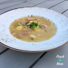 This Slow Cooker Syn Free Ham, Leek and Potato Soup is just the thing for lunch or an evening meal when the nights start drawing in. This Slow Cooker Syn Free Ham, Leek and Potato Soup… Slimming World Dinners, Slimming Eats, Slimming World Recipes, Slow Cooker Recipes, Crockpot Recipes, Soup Recipes, Cooking Recipes, Recipies, Slow Cooking