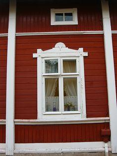 Rauma, Finland by paula soler-moya, via Flickr Scandinavian Cottage, Cozy Cottage, Wooden Architecture, Architecture Details, Old Houses, Wooden Houses, Windows And Doors, Front Doors, Old Town