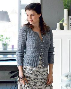Modellen er på en gang let og luftig og varm og velsiddende – mere kan man næppe forlange af en trøje. Cardigan Design, Knit Cardigan Pattern, Crochet Cardigan, Knit Skirt, Knit Crochet, Knit Jacket, Baby Knitting Patterns, Crochet Clothes, Knitwear