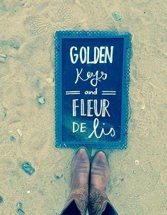 ΚΚΓ golden keys and fleur de lis
