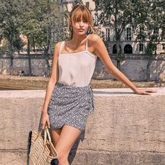 As someone who avoids trousers like the plague, I'm a bit of an expert at finding good skirts. Here, I list my favourite autumn skirts 2019 has in store. Parisian Summer, Parisian Chic Style, Parisienne Chic, Girl Fashion, Fashion Outfits, Womens Fashion, Fashion Trends, Style Chic Parisien, Summer Outfits