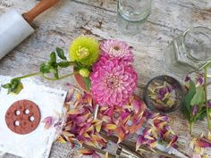12 simple DIY flower arranging and jam jar upcycling projects Diy Wedding Flowers, Diy Flowers, Jam Jar Flowers, Flower Video, Flower Frog, Creative Activities, Air Dry Clay, Childrens Party, Crafts For Teens