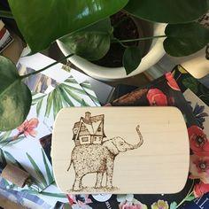 Mi casa, su casa! #pyrography #woodcraft #burningpen #burningwood #decor #illustration #elephant #pirografia #interiordesign #drawing #micasasucasa