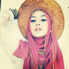 ASYA AS'BAH BLOG: WE LUV HIJAB FASHION!!GET THE LOOK FROM NADA..INDONESIA FASHION BLOGGER Love the cowboy hat look!